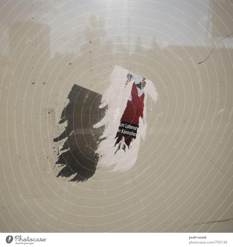 Schnipsel und Trockenheit Etikett Wort Leuchtkasten nah trocken falsch Schattenspiel kaputt paarweise Lichteffekt Zickzack Rest Straßenkunst dreidimensional