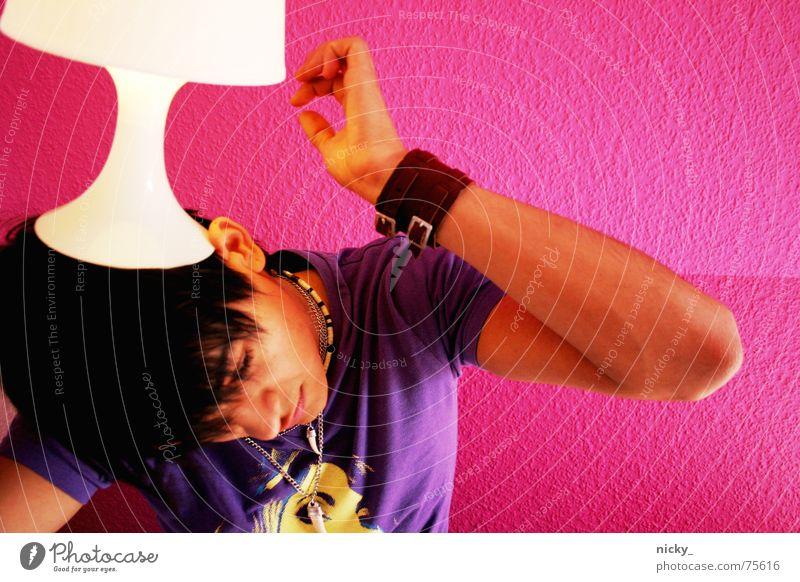 3 2 1 mir geht ein licht auf rosa violett Mann Lampe Licht dunkel braun Hand Vorsicht Finger Vertrauen Mensch hell Haare & Frisuren Auge Nase Gesicht wage dare