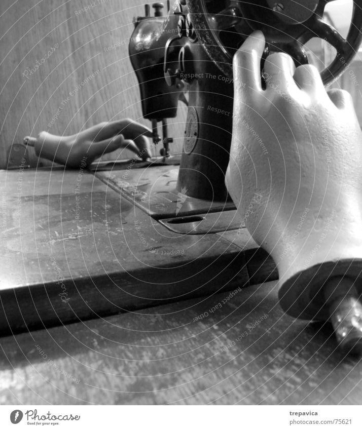 naehmaschine alt Hand feminin Mode Arbeit & Erwerbstätigkeit Bekleidung Stoff Handwerk Maschine Puppe antik Nähgarn Textilien Karnevalskostüm Schaufenster Schaufensterpuppe