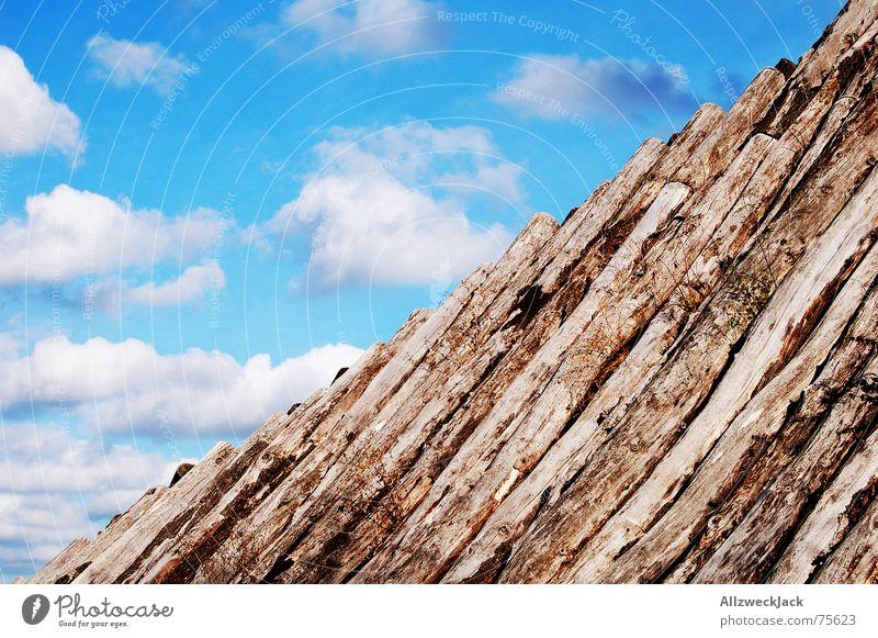 Halb und Halb Holz Wolken weiß Außenaufnahme Holzbrett diagonal halb und halb fifty fifty Himmel blau Kumulus no-madosky
