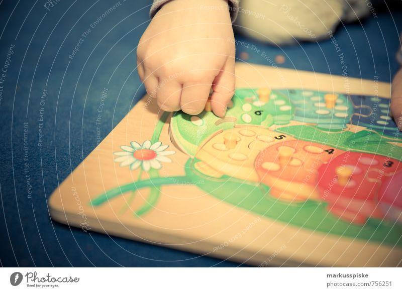 kita puzzel spiel Freizeit & Hobby Spielen Kindererziehung Kindergarten lernen Mensch feminin Kleinkind Mädchen Hand Finger 1 1-3 Jahre Kindergartenkind Puzzle