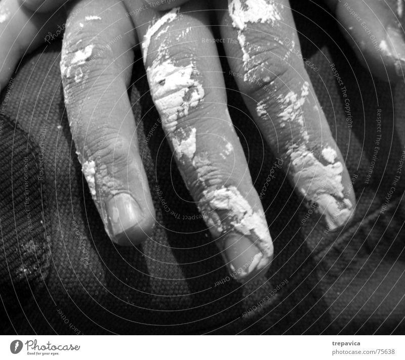 fingers Hand Nagel dreckig weiß Schwarzweißfoto streichen wandfarbe Arbeit & Erwerbstätigkeit