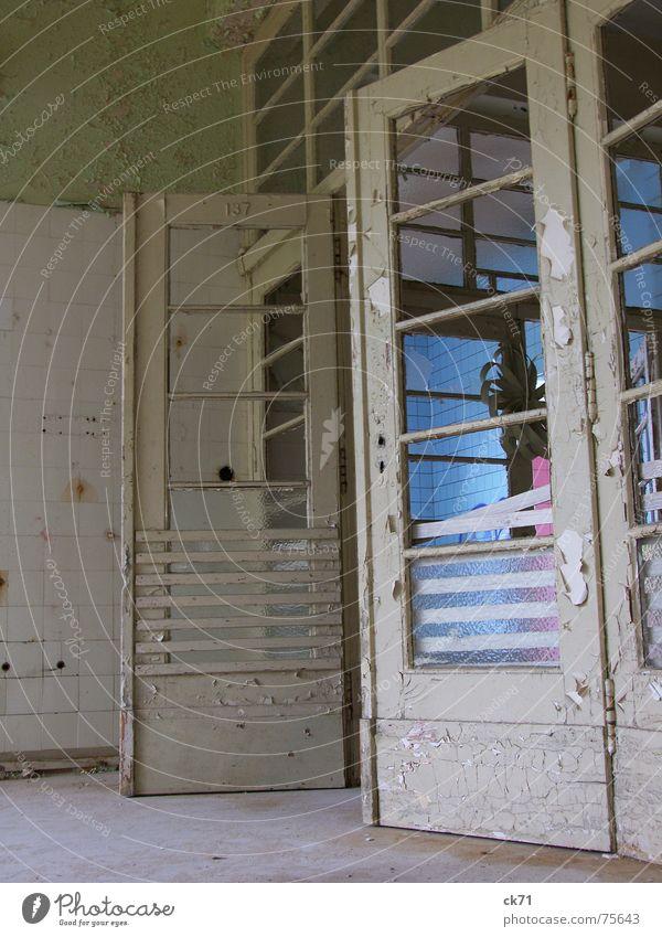 Gesundheitsreform alt blau weiß Deutschland Tür rosa Trauer Fliesen u. Kacheln Zerstörung Heilstätte