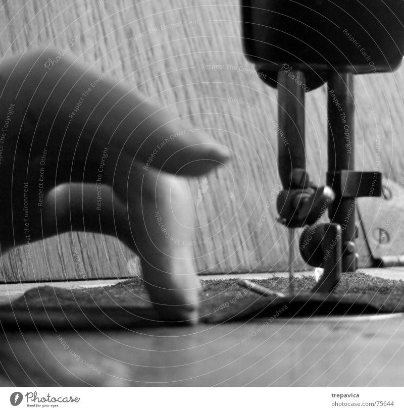 naehmaschine I alt Hand feminin Mode Arbeit & Erwerbstätigkeit Bekleidung Stoff Handwerk Maschine antik Nähgarn Nadel Nähen Schaufensterpuppe Schneider Handarbeit