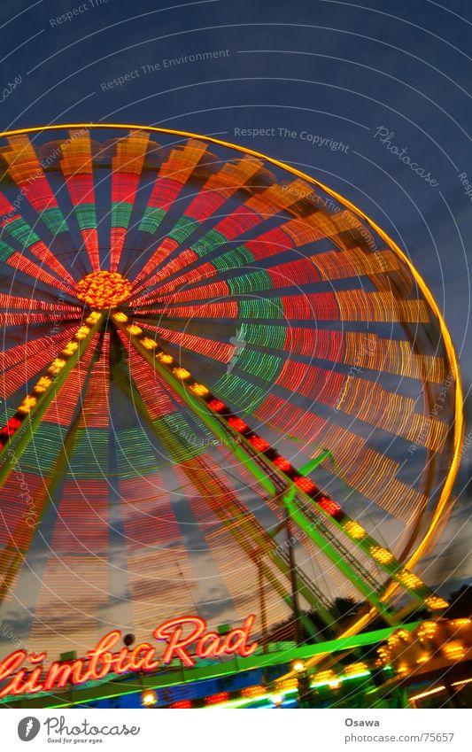 Wir drehen uns im Kreis... Part 2 Bewegung Kreis rund Jahrmarkt Abenddämmerung Riesenrad Karussell Leuchtspur Fahrgeschäfte