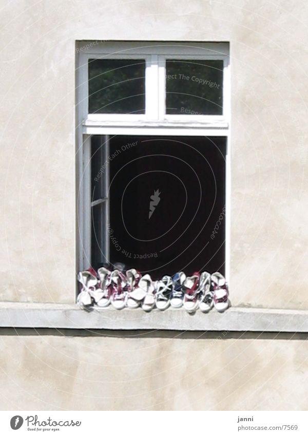 schuhe im fenster ruhig Fenster Schuhe Architektur