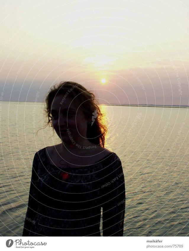 waiting ... Frau Wasser Himmel Sonne Meer blau rot Strand Ferien & Urlaub & Reisen Wolken Haare & Frisuren Horizont Nordsee Locken Lichtspiel Röte