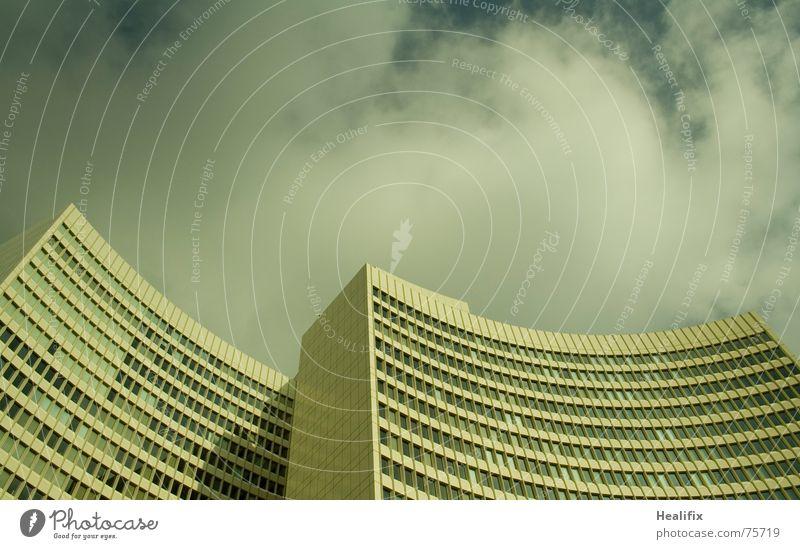 Geschwungene Zwillinge Haus Hochhaus Arbeit & Erwerbstätigkeit Fenster geschwungen Etage Himmel Stadt Wolken windows Linie lines curved floors sky clouds