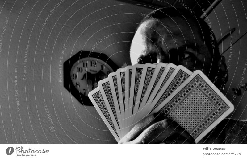 ZOCKER Fächer Abgezockt verlieren Uhr Nervosität Ärger stehen Auge Elektrizität blöff Sicherheit kartenspieler bevor Kartenspiel