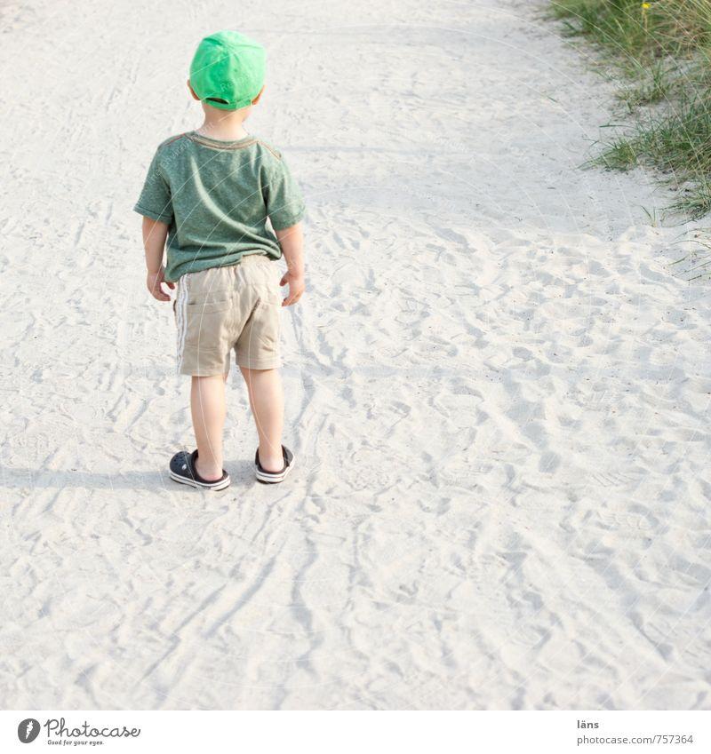 mama Mensch Kind Natur Einsamkeit Landschaft Strand Traurigkeit Wege & Pfade Junge Sand Angst Kindheit stehen warten beobachten Hoffnung