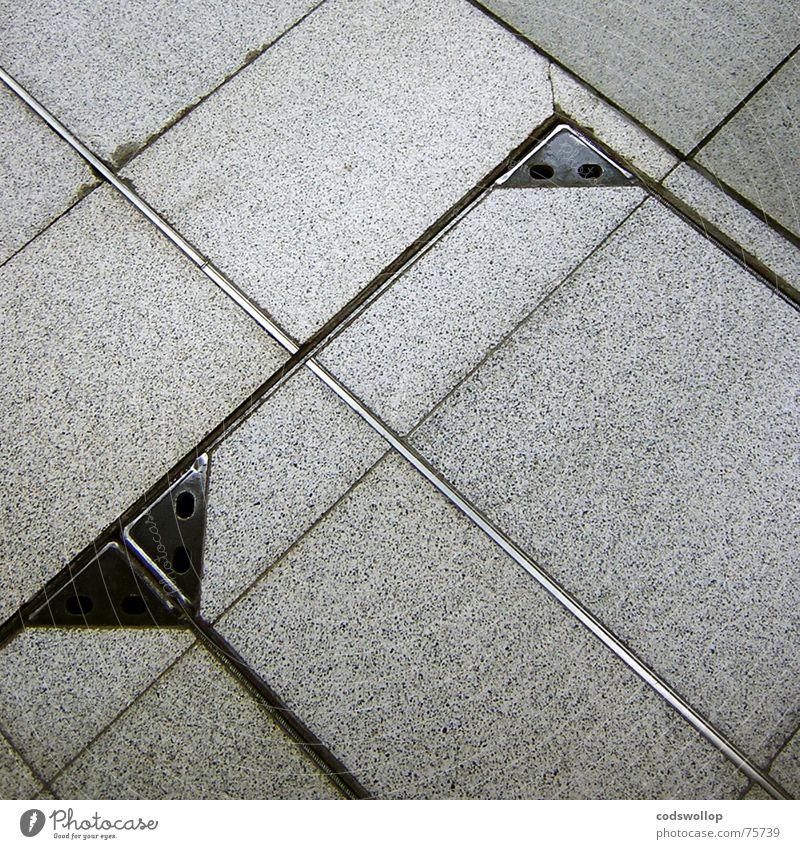 a grand day out Tanzfläche grau Stahl Gully schwarz Dreieck Quadrat Rechteck Geometrie Erfolg Bahnhof Verkehrswege Bodenbelag tiles Fliesen u. Kacheln grey