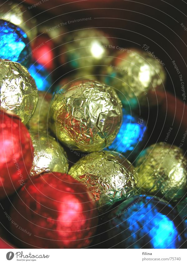 Schokoladenkugeln blau Weihnachten & Advent rot Freude Winter Wärme Hintergrundbild Glück Feste & Feiern Stimmung gold genießen lecker Süßwaren Kugel Physik