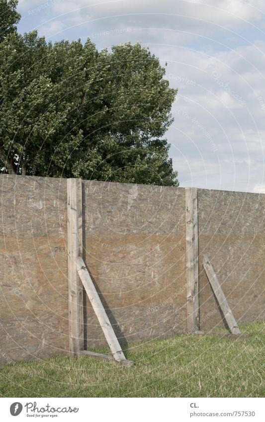 barrikade Umwelt Natur Landschaft Himmel Wolken Frühling Sommer Schönes Wetter Baum Gras Wiese Ordnung Schutz Sicherheit Verbote Barriere Barrikade Begrenzung