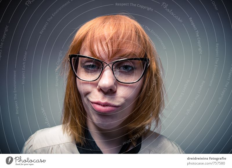 Duckface Mensch Frau blau rot Erotik Erwachsene Gesicht feminin lustig Haare & Frisuren Denken träumen Zufriedenheit wild verrückt Coolness