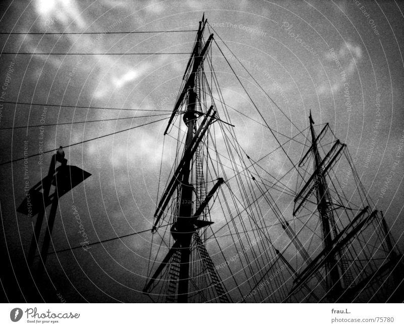 Takelage Himmel Wolken Wasserfahrzeug Freizeit & Hobby Seil Hafen Wahrzeichen Schifffahrt Strommast Anlegestelle Kreuzfahrt maritim Segelschiff Rickmer Rickmers