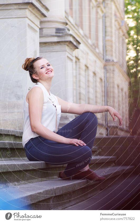 Stilsicher (VII) Mensch Frau Jugendliche schön Junge Frau Erholung ruhig Freude 18-30 Jahre Erwachsene feminin lachen Glück Mode Freizeit & Hobby