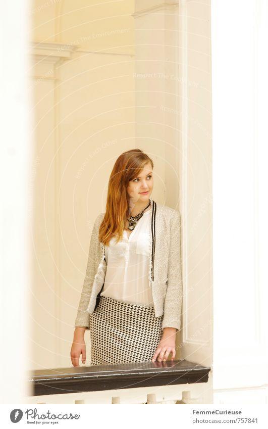 Mademoiselle (IV) Lifestyle elegant Stil feminin Junge Frau Jugendliche Erwachsene 1 Mensch 18-30 Jahre ästhetisch Reichtum Erfolg Geschäftsfrau Franzosen