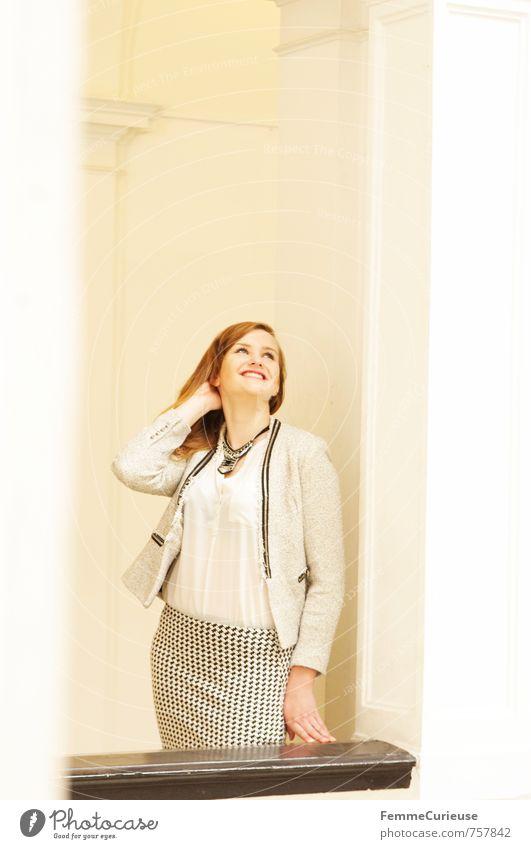 Mademoiselle (III) Mensch Frau Jugendliche schön Junge Frau Freude 18-30 Jahre Erwachsene feminin Glück hell elegant Erfolg ästhetisch Lächeln zart