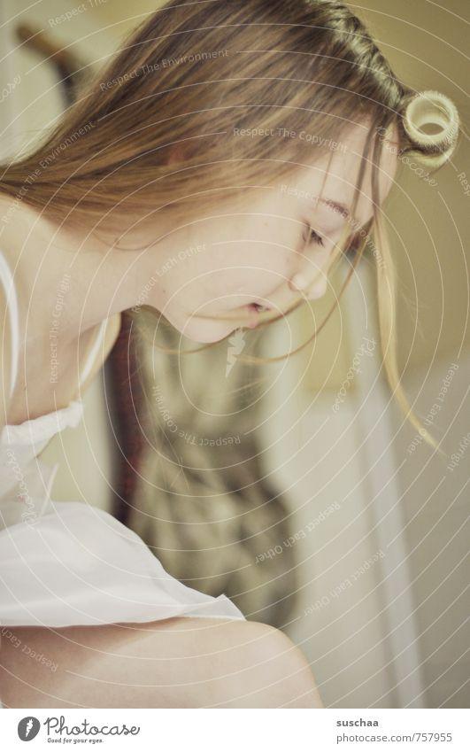 fertig mit kämmen ... feminin Mädchen Junge Frau Jugendliche Kindheit Leben Körper Haut Kopf Haare & Frisuren Gesicht Auge Nase Mund 1 Mensch 8-13 Jahre brünett