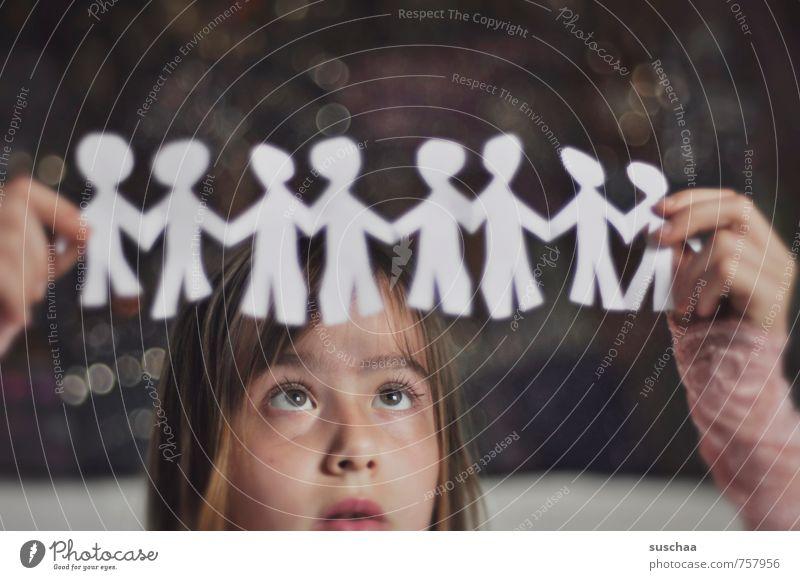 menschenkette weiblich Kind Mädchen Junge Frau Jugendliche Kindheit Kopf Haare & Frisuren Gesicht Auge Nase Mund Lippen 8-13 Jahre Kunst Künstler Papier