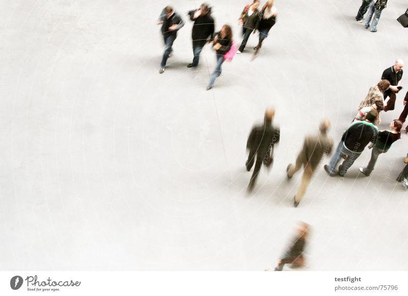 stay, don´t go Mensch Freude sprechen Bewegung grau See Raum gehen Aktion mehrere stehen Bodenbelag England