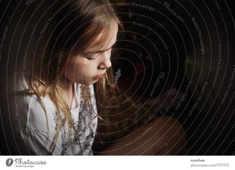 nachdenklich feminin Kind Mädchen Junge Frau Jugendliche Kindheit Leben Körper Haut Kopf Haare & Frisuren Gesicht Auge Nase Mund Beine 1 Mensch 8-13 Jahre