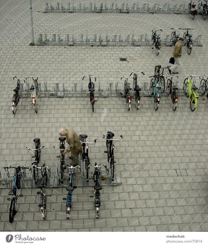 LESS TRAFFIC Fahrradparkplatz unten Schleuser Mensch parken Stadt Asphalt grau Fußgänger Verkehr Muster Hintergrundbild Strukturen & Formen Quadrat graphisch