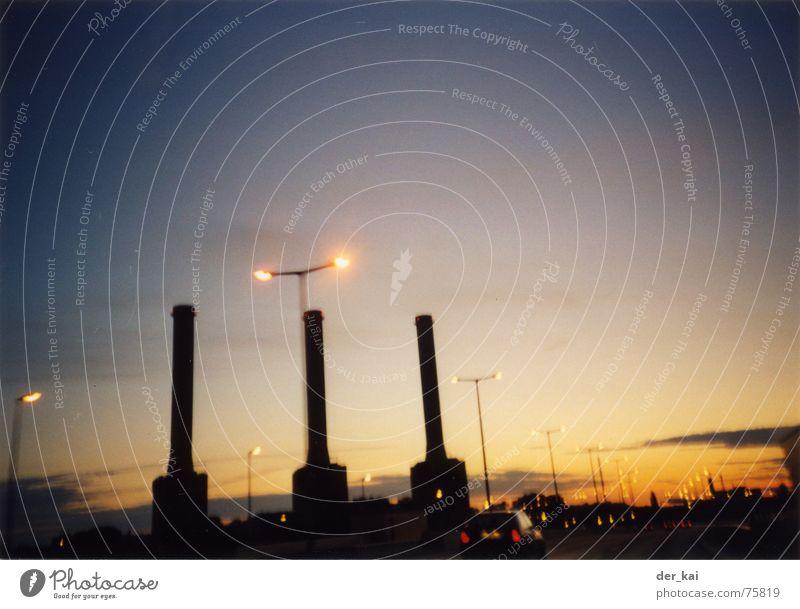 City of tiny lights Nacht Dämmerung Sonnenuntergang Autobahn 1999 UFO Nationale Sicherheit zomtec Abend Schornstein Licht Lomografie Außerirdischer ... aber das