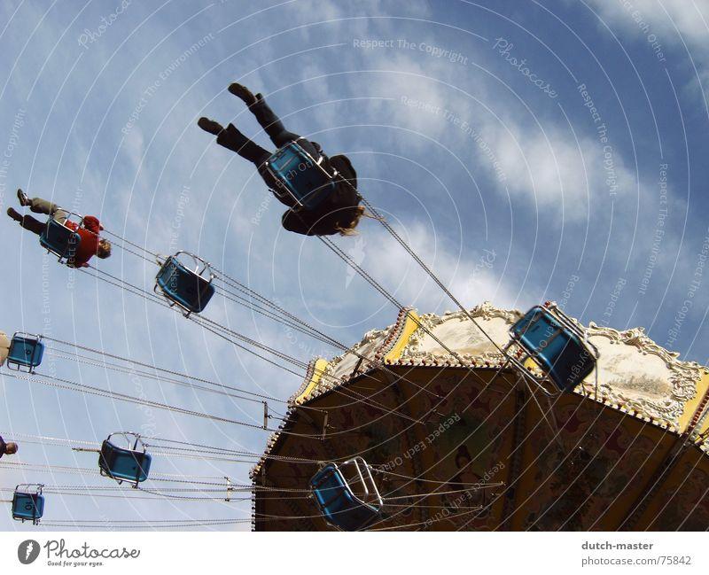 Fly away Himmel blau Freude Ferien & Urlaub & Reisen Freiheit Gefühle Park Angst Ausflug fliegen Kreis rund drehen brechen Sonntag Schwindelgefühl
