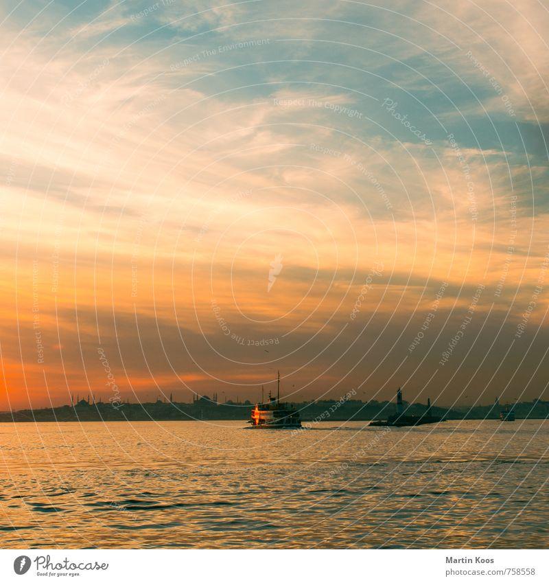 bosporus boat Himmel Ferien & Urlaub & Reisen blau Stadt schön Wärme Küste Wege & Pfade orange Idylle gold Vergänglichkeit Kultur Fluss Hafen Flussufer