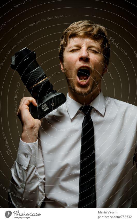 Bitte nicht füttern Mensch Mann Erwachsene Freizeit & Hobby maskulin Angst Business verrückt festhalten Fotokamera Hemd schreien Langeweile Aggression frech
