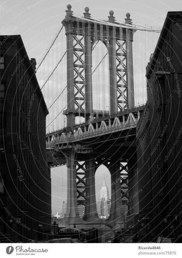 New York, New York Empire State Building New York City USA Hochhaus schön Brooklyn Bridge Amerika Grauwert Durchblick New York State Drahtseil Seiltänzer