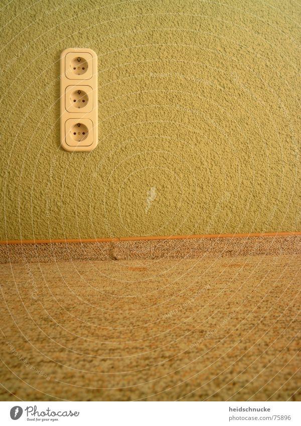 Dreieinigkeit Steckdose Wand grün trist Stillleben Auslegware Raum horizontal Teppich retro leer Anschluss Elektrizität Energie Technik & Technologie