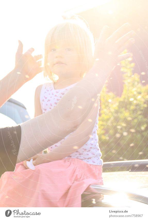 M.E.W. Mensch feminin Kind Vater Erwachsene Kindheit 1 3-8 Jahre Umwelt Natur Landschaft Himmel Sonne Sonnenlicht Schönes Wetter Pflanze Sträucher fangen Blick