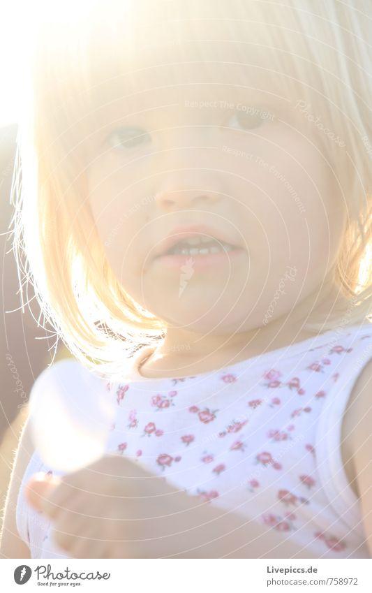 M.E.W. Mensch feminin Kind Mädchen Kopf 1 3-8 Jahre Kindheit Sonne Sonnenlicht Blick schön Wärme weich Farbfoto Außenaufnahme Tag Licht Sonnenstrahlen