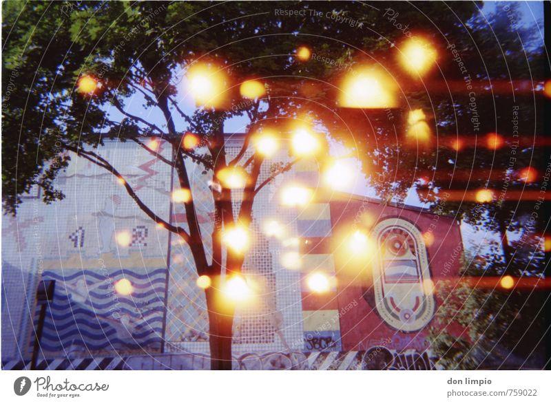 kugelblitz gang peng Stadt Baum hell Kunst fliegen Fassade glänzend Kultur Fabrik Kugel trashig analog Surrealismus Kunstwerk Light leak Blitzkugel