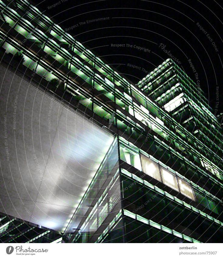 Kantstraße Haus Hochhaus Neubau Fassade Beton Stahl Licht Nacht modern Glas Berlin Nachtaufnahme Architektur Froschperspektive aufwärts Bürogebäude