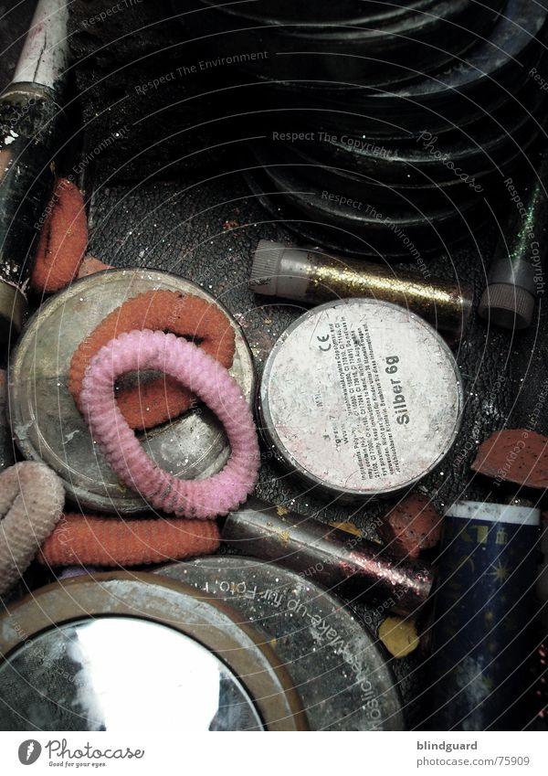 Beautycase alt Freude Farbe dreckig Wandel & Veränderung Show streichen Karneval Spiegel Theaterschauspiel Schminke chaotisch durcheinander Fett Pinsel