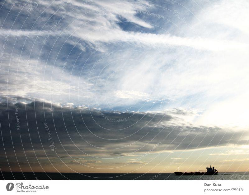 Ungewisse Fahrt Himmel Sonne Meer Strand Wolken Ferne Farbe Leben dunkel Freiheit Wasserfahrzeug Angst Wetter Horizont Macht bedrohlich