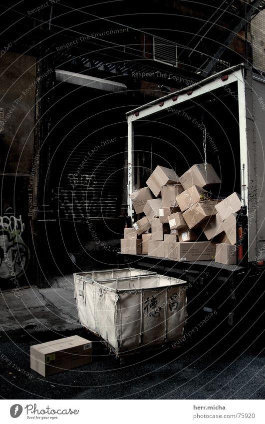 New York Transport dreckig Ordnung trist Lastwagen chaotisch Lautsprecher Karton Kiste Hinterhof New York City diffus Soho