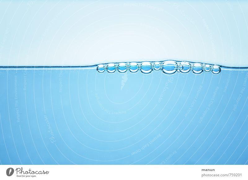 Wasserlinie blau natürlich Trinkwasser nass Wassertropfen Getränk rein Leichtigkeit Blase Wasseroberfläche
