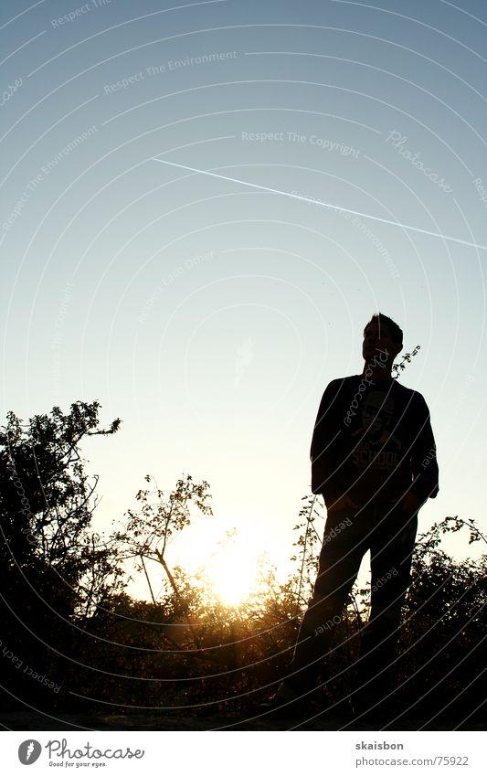 flieger und gucker Mensch Himmel Mann Sonne ruhig Erwachsene kalt dunkel Kraft warten Flugzeug Kraft stehen Coolness Sträucher Körperhaltung