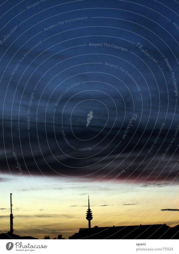 Wolken überm Horizont Herbst Traurigkeit Wahrzeichen verloren Berliner Fernsehturm Nürnberg Funkturm