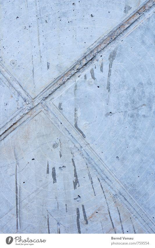 #293 Wetter Stadt Beton Linie kalt blau grau Wand Fuge Glätte Neigung Kreis Loch graphisch Rechteck Geometrie Tiefenschärfe Farbfoto Außenaufnahme