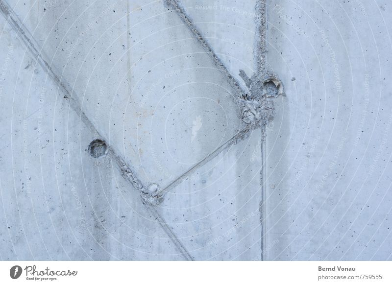 #292 Wetter Stadt Beton Linie kalt rund blau grau schalung Wand Fuge Glätte Neigung Kreis Loch graphisch Rechteck Geometrie Tiefenschärfe Farbfoto Außenaufnahme