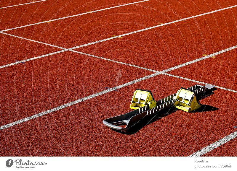 schon weg Leichtathletik 100 Sport Tartan Stadion Laufsport 100 Meter Lauf Sprinter Athlet Geschwindigkeit Sportveranstaltung Olympiade Startblock Ausdauer