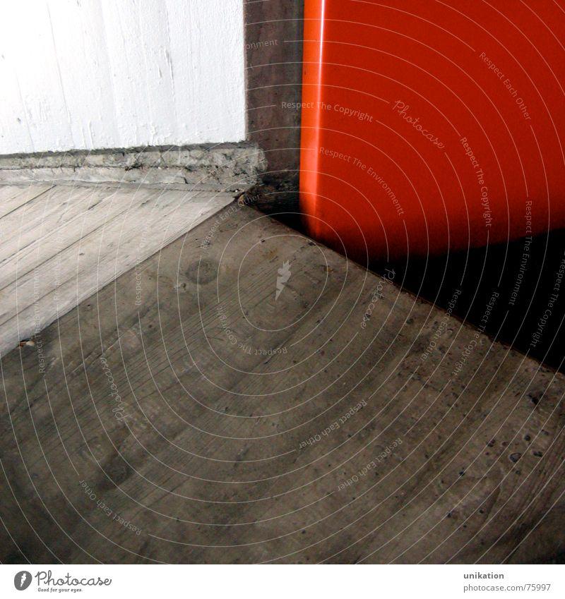 Bunt-Unbunt-Kontrast [1] weiß rot schwarz Wand grau Mauer Linie Beton verrückt Bodenbelag Unterführung