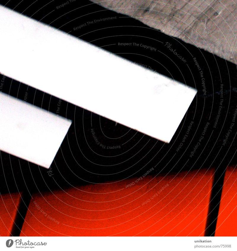 Bunt-Unbunt-Kontrast [2] weiß rot schwarz Wand grau Mauer Linie Beton verrückt Streifen Unterführung