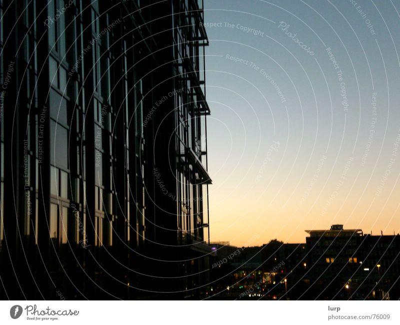 kiel rockt Luft Stadt Hauptstadt Menschenleer Haus Hochhaus Bauwerk Gebäude Architektur Mauer Wand Fassade dunkel blau gold schwarz Sonnenuntergang Kiel
