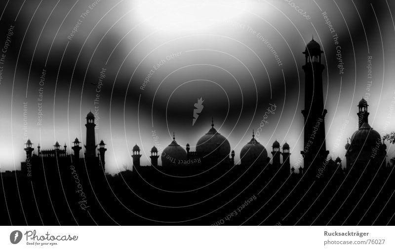 Nacht über Pakistan Moschee Lahore Minarett zwiebeldächer Filter Turm dunkler himmel